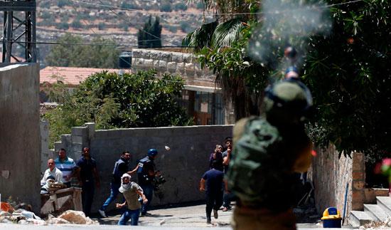 اشتباكات الفلسطنيين والقوات الاسرائيليه 27-7-2018 (6)