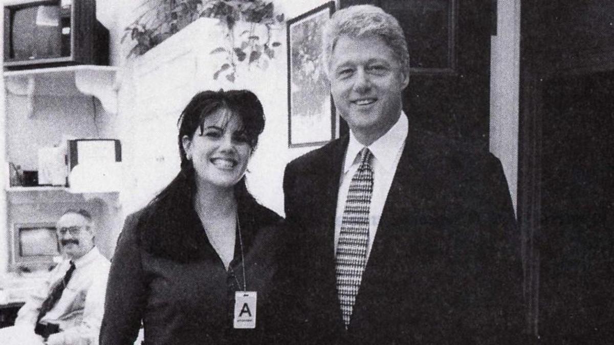 الرئيس الامريكي الأسبق كلينتون مع مونيكا