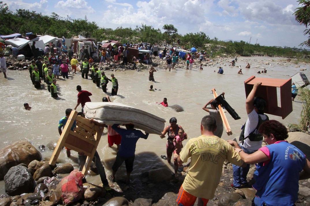 الفيضانات زادت الوضع سوءا وهاجمت مخيمات اللاجئين