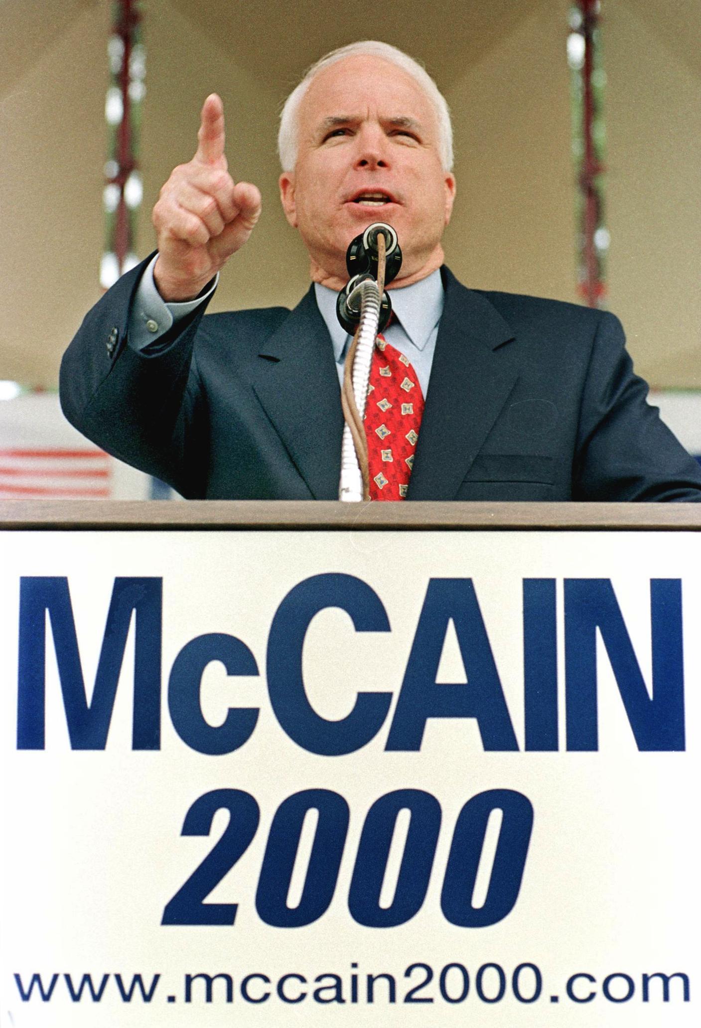 ماكين خلال جولاته الانتخابية