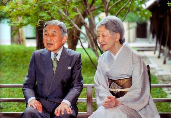 امبراطور-اليابان-أكيهيتو