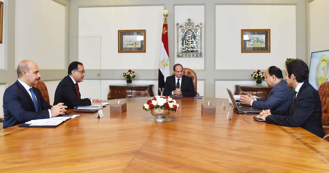 السيسي يجتمع برئيس الوزراء ووزير المالية