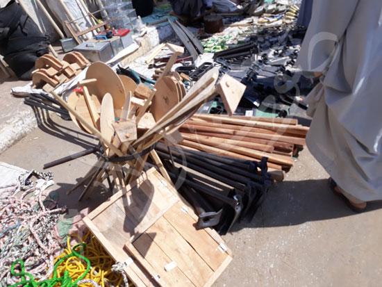 11-أدوات-صنعة-من-اشجار-الكافور