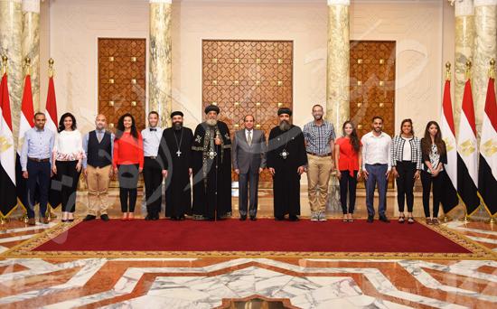 الرئيس السيسي مع البابا ووفد ملتقى الشباب