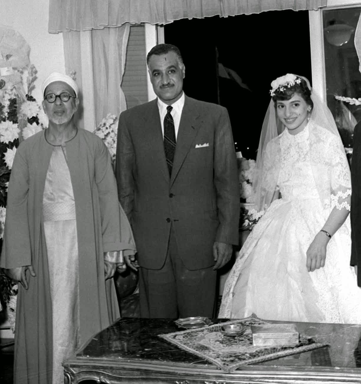 الشيخ عبدالرحمن تاج شيخ الأزهر فى حفل زفاف ابنته مع الرئيس عبدالناصر
