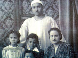 الشيخ مصطفى إسماعيل وعائلته