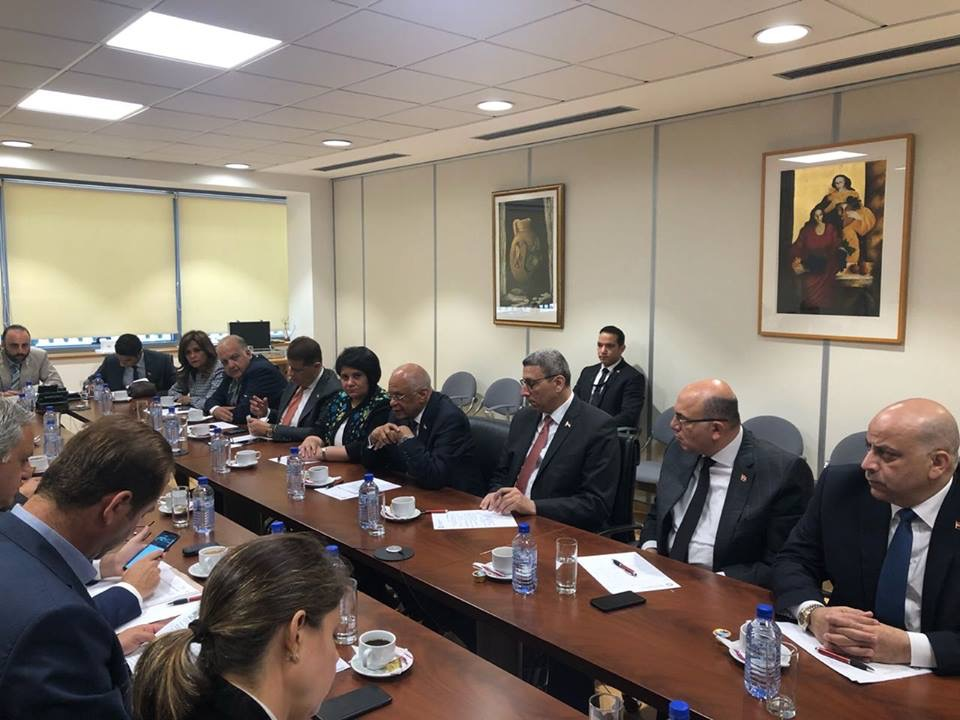 الدكتور عبدالعال مع أعضاء جمعية الصداقة البرلمانية القبرصية المصرية (6)