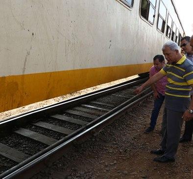 52979-محافظ-المنوفية-يعاين-خروج-القطار-عن-القضبان