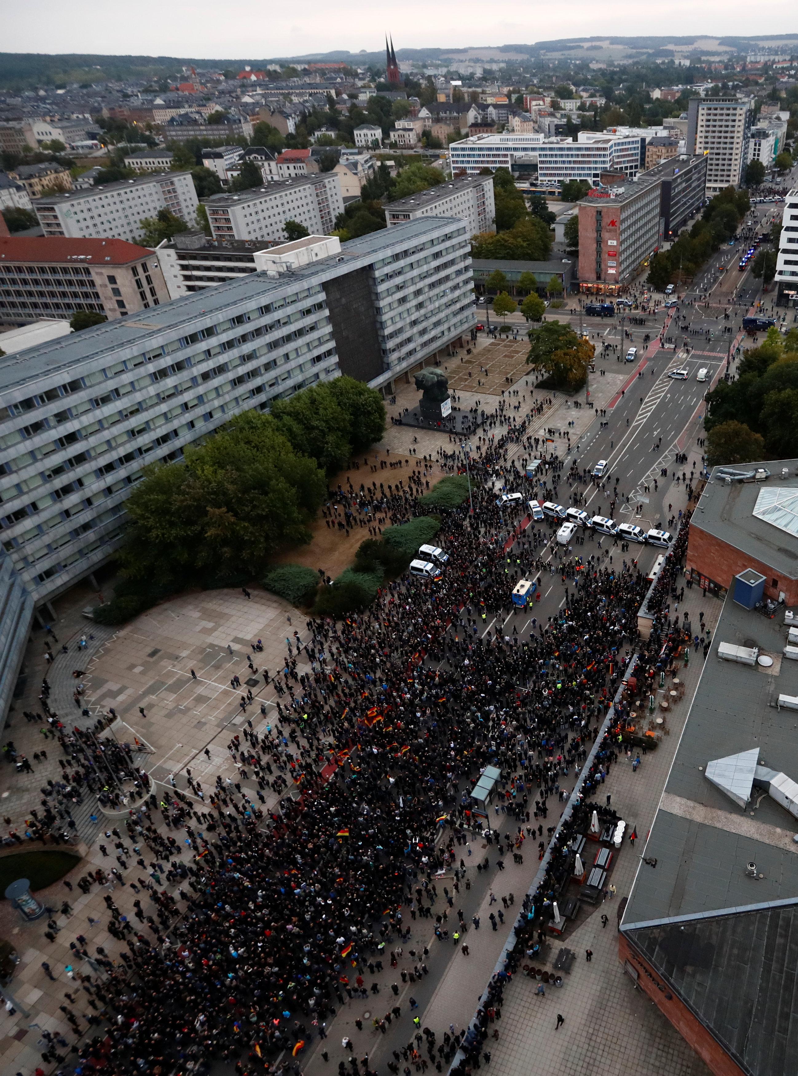 الآلاف يتظاهرون فى المانيا