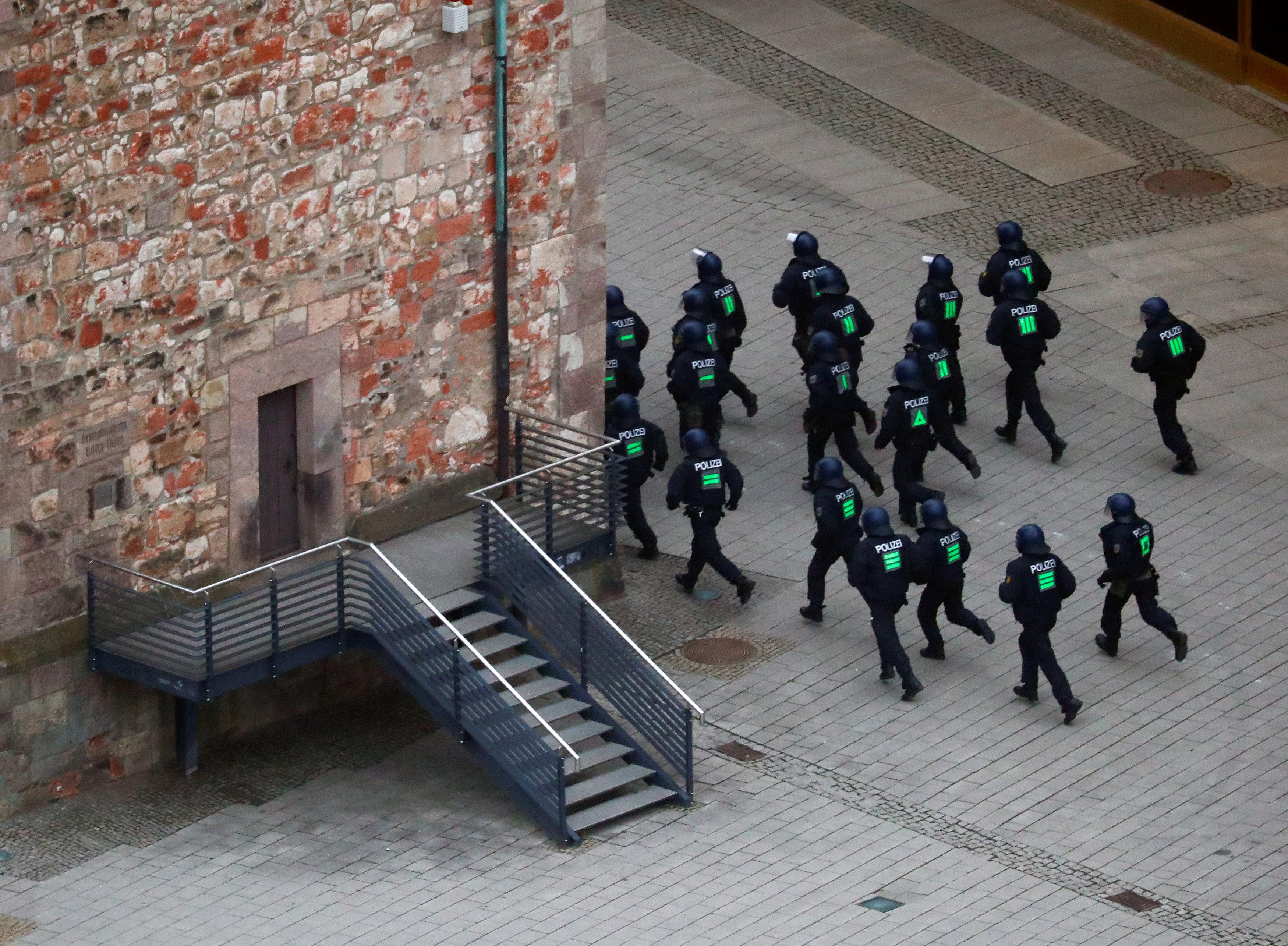 الشرطة الألمانية تطارد المتظاهرين