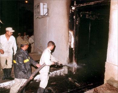 الدفاع المدني في موقع الحريق