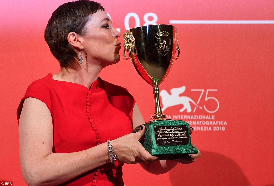 122617-أوليفيا-كولمان-تحصد-جائزة-أفضل-ممثلة