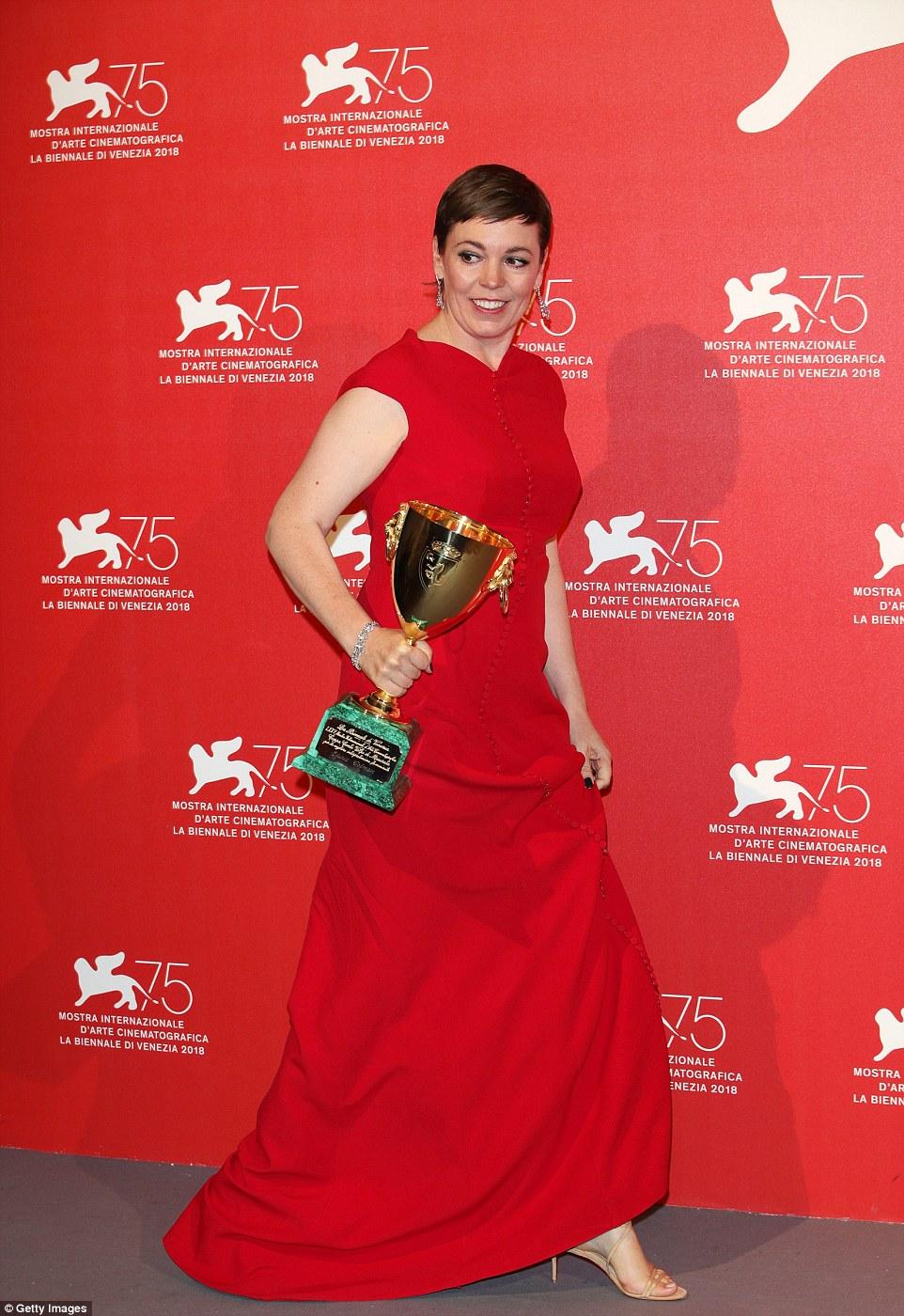 309680-أوليفيا-كولمان-تحصد-جائزة-أفضل-ممثلة-في-مهرجان-فينيسيا