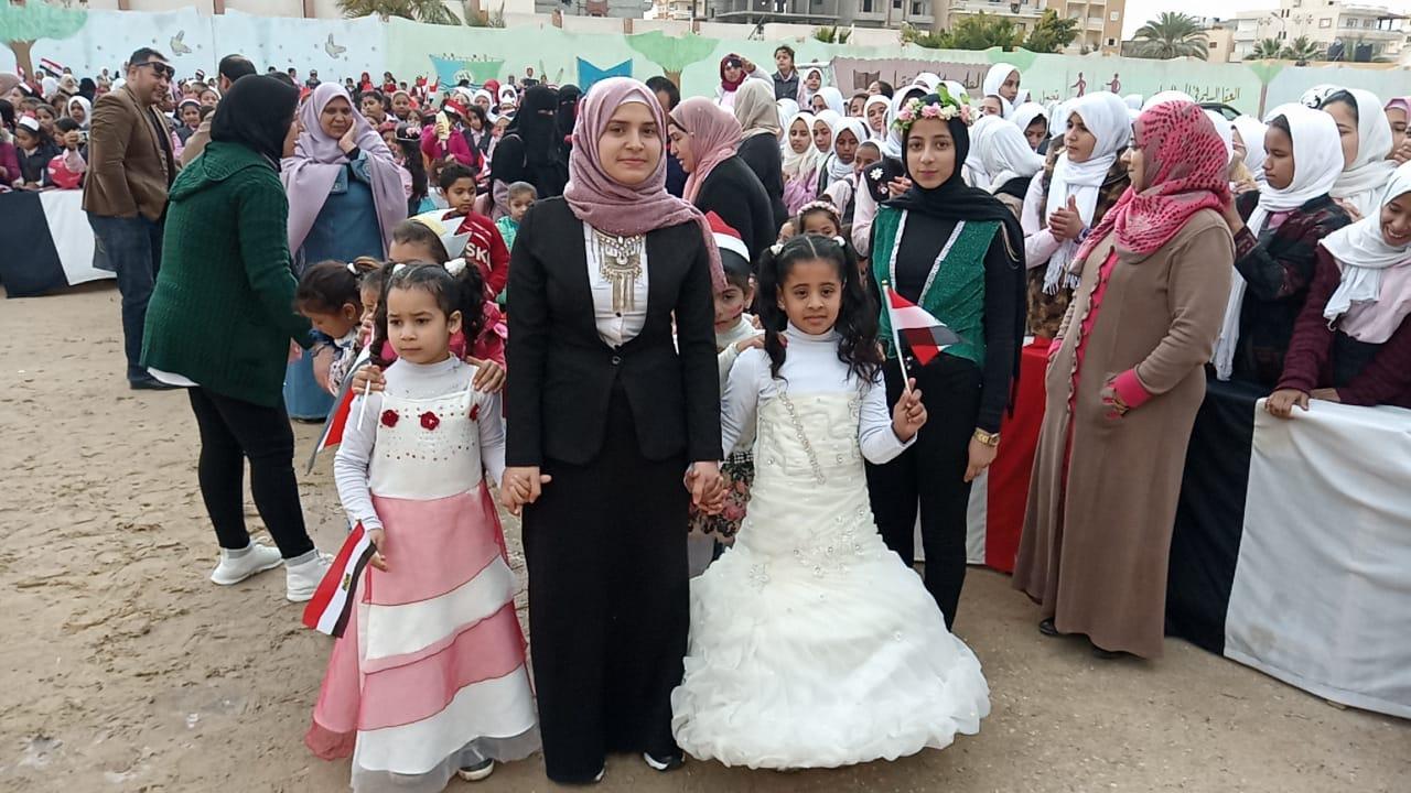 شوشة يفتتح حديقة ملاهي للطفل بمدرسة الشهيد مصطفي جاويش بالعريش (4)