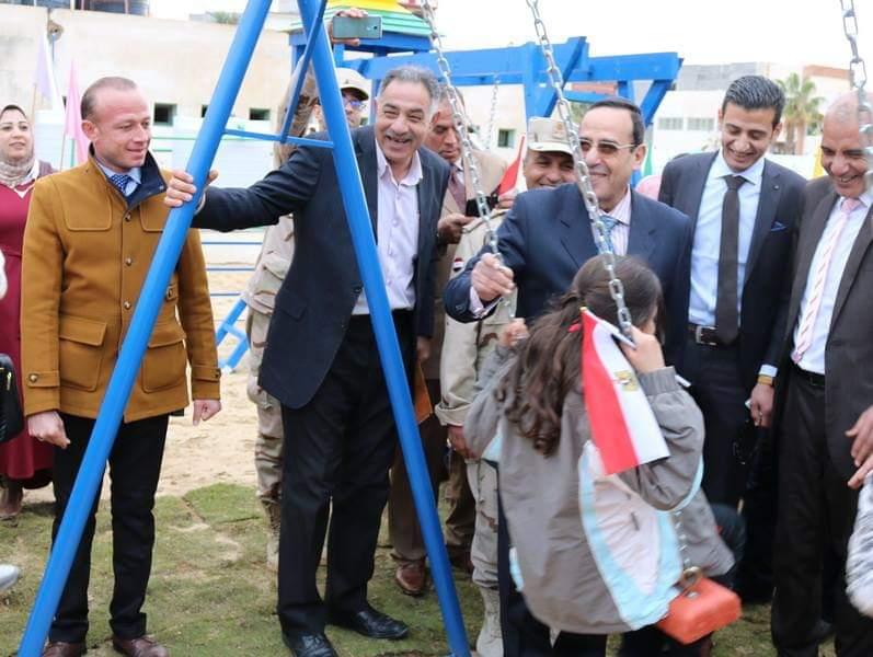 شوشة يفتتح حديقة ملاهي للطفل بمدرسة الشهيد مصطفي جاويش بالعريش (2)