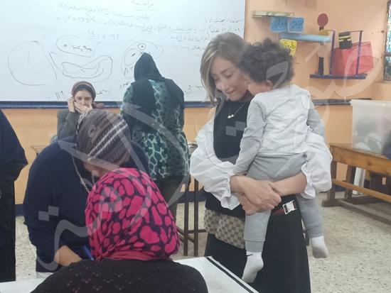 ريهام سعيد بصحبة ابنها طارق (4)