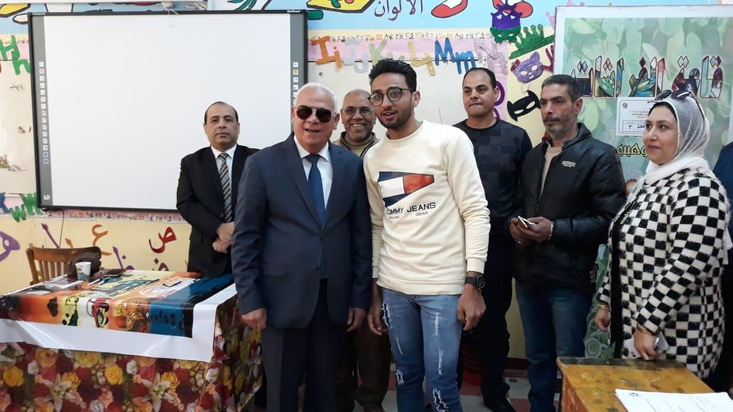 محافظ  بورسعيد  يتفقد عدد من  لجان الاستفتاء على التعديلات الدستورية وسط إقبال كبير من المواطنين (1)