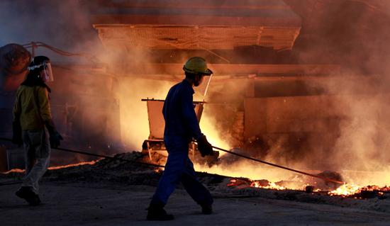 عمال  حديد