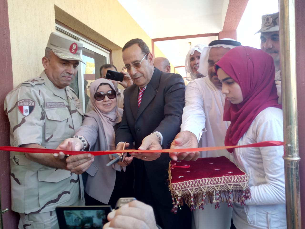 محافظ شمال سيناء يفتتح توسعات مدرسة  الشهيد رائد عمرو فريد بقرية الكرامة (7)
