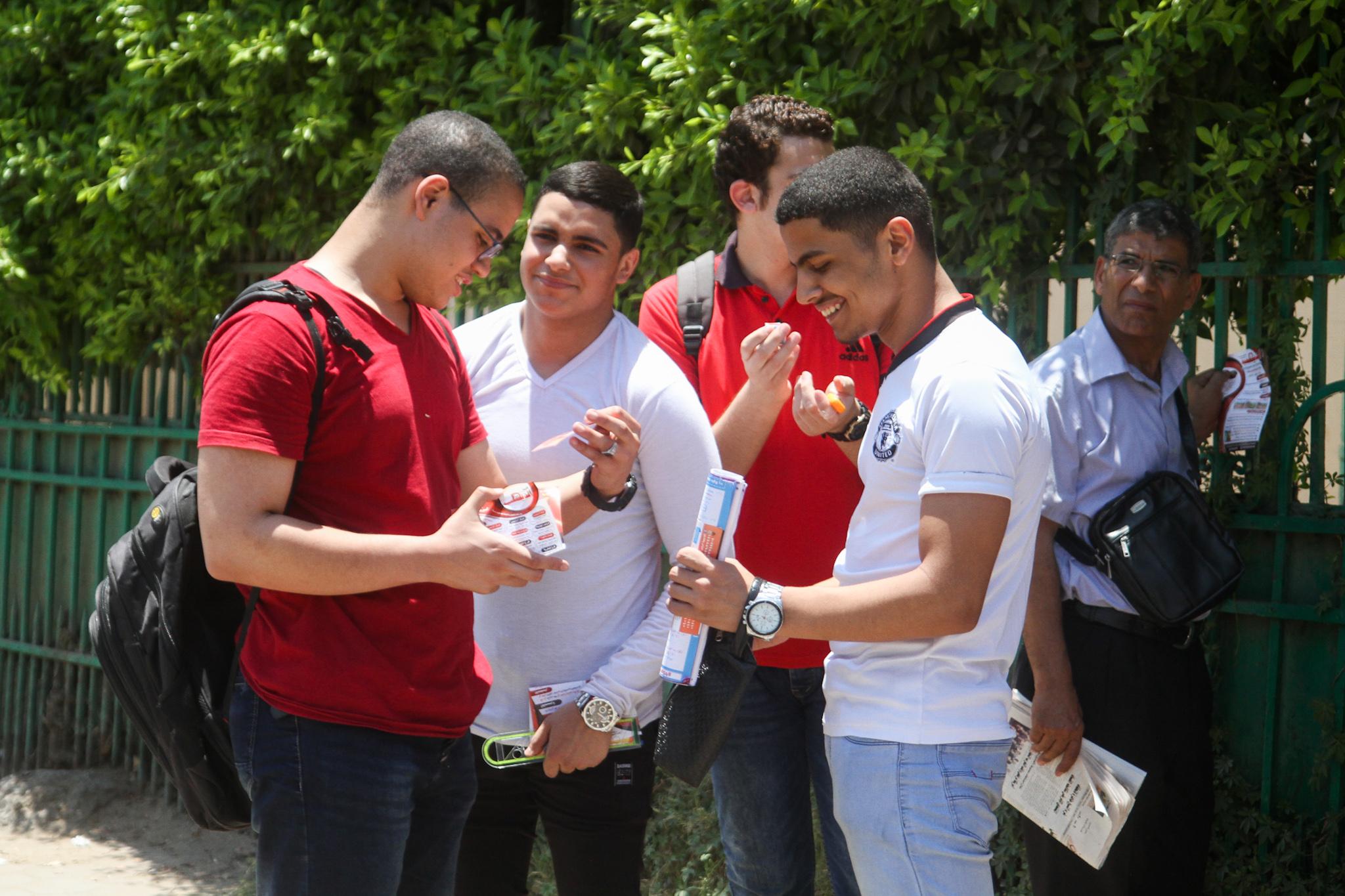 خروج الطلبة مبتسمين من الامتحان
