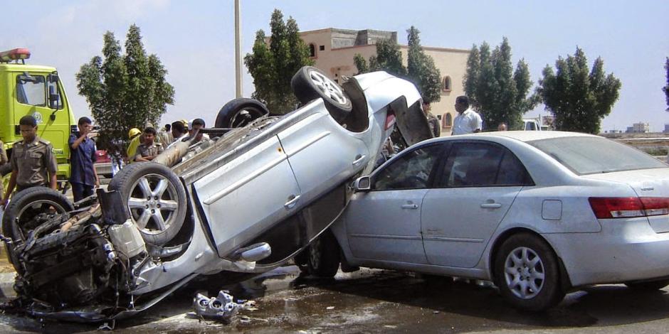 زحام مروري إثر حادث إنقلاب سيارة ملاكي أعلى محور المشير طنطاوي