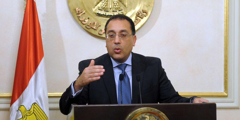 """وزير الإسكان يطالب بضغط معدلات تنفيذ محاور """"6 أكتوبر"""" و""""القاهرة الجديدة"""""""
