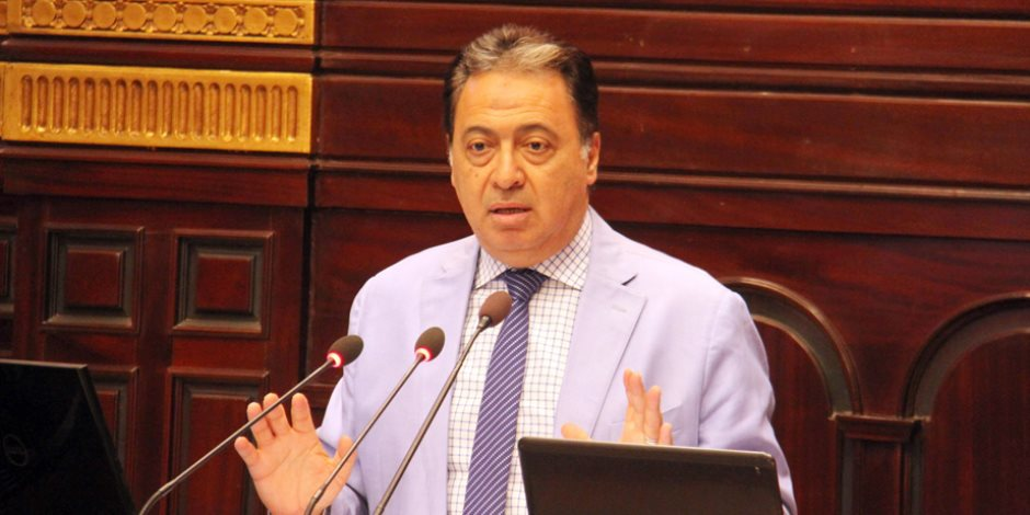 وزير الصحة يعلن «ميكنة» إدارة الصيدلة.. ويؤكد: النواقص 15 صنفا فقط