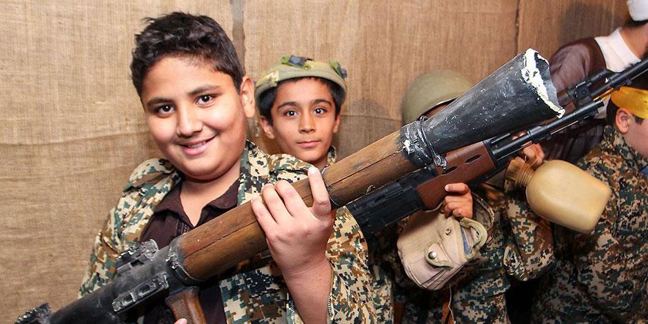 قبل بداية العام الدراسي.. كيف تجند مليشيات الحوثي الأطفال من خلال المدارس؟