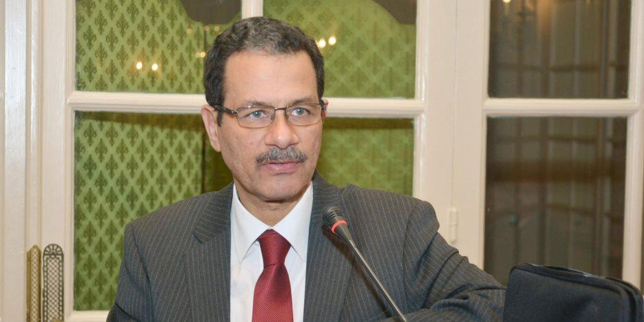 """أحمد درويش : شركات المقاولات المصرية """"الاساس"""" في كل أعمال تنمية المنطقة الاقتصادية لقناة السويس"""