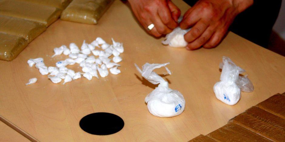 جمارك القاهرة تحبط محاولة تهريب كمية من مخدرى الكوكايين والماريجوانا