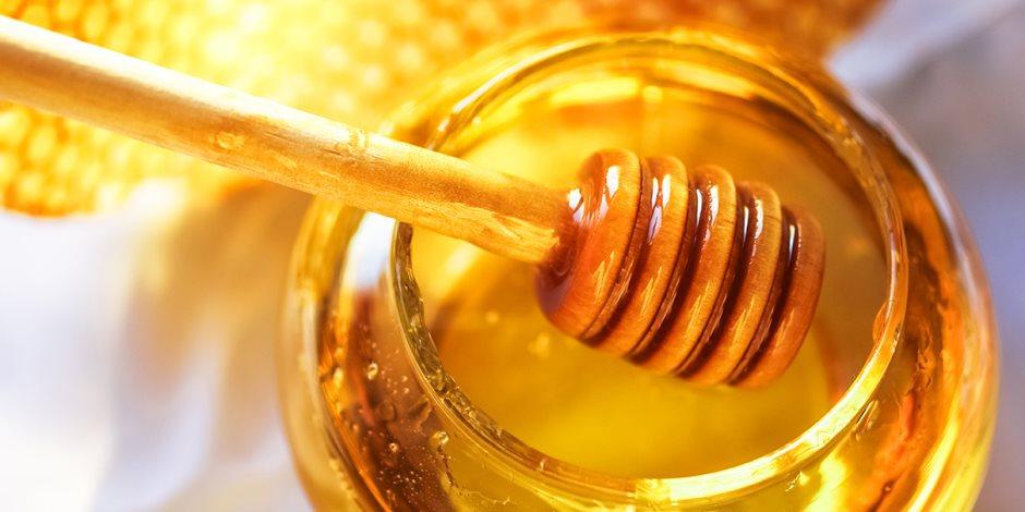 ما فائدة عسل النحل؟ يقوي المناعة ويعالج نزلات البرد والانفلونزا