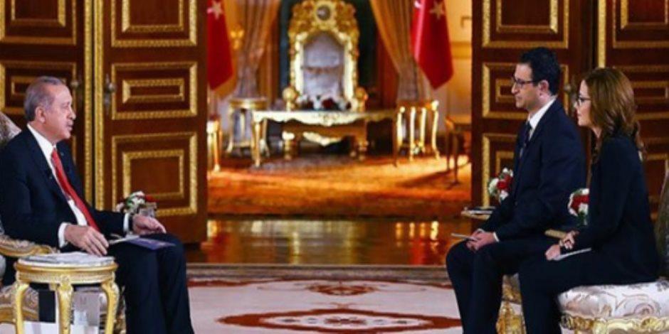فوق أموال الفقراء.. «أردوغان» يصنع عرشا من الذهب على طريقة «حريم السلطان» (صور)