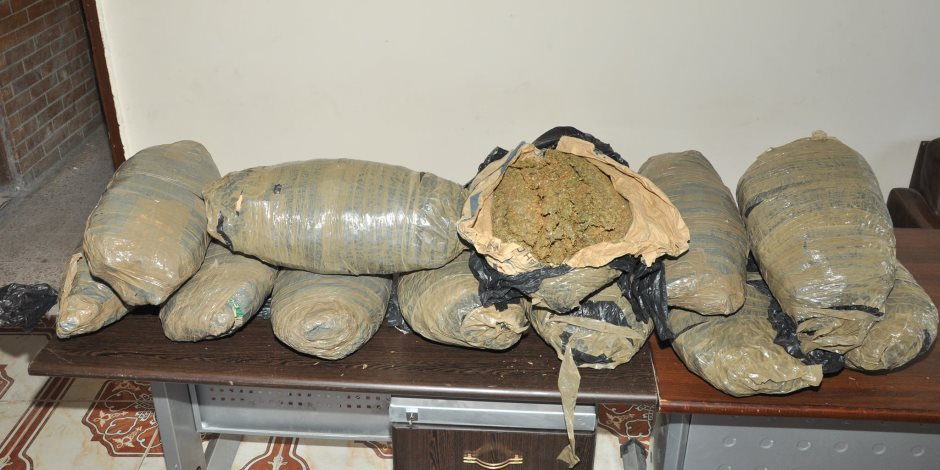 القبض على عاطل بحوزته 170 لفافة بانجو في الهرم