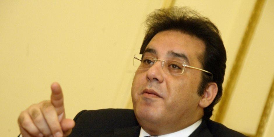 شباب الصحفيين: أيمن نور يستعين بـ«كلاب بوليسية» لإرهاب العاملين بقناة الشرق