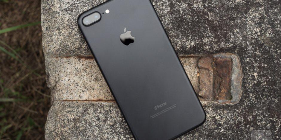 هاتف آى فون 7 بلس بلمسة نوستالجيا.. ألوان أول ماكنتوش