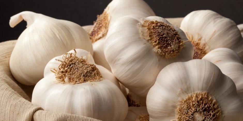«كتره مش مفيد».. الأضرار والآثار الجانبية لتناول الثوم