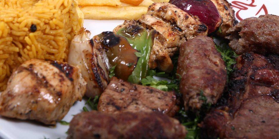 خبراء الصحة يطالبون المطاعم بتدوين السعرات الحرارية على وجبتي الغذاء والعشاء