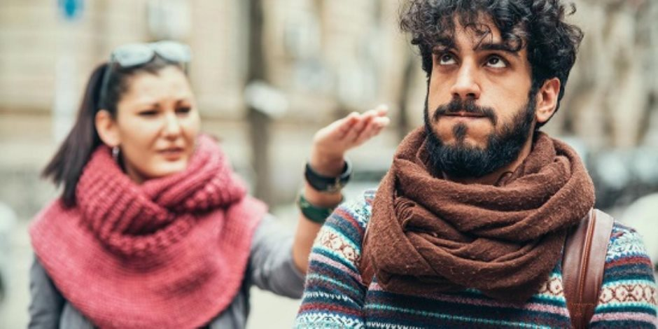 الانتقاد المستمر وعدم وجود مساحة شخصية وفرض المشاعر.. أسرع طريق للطلاق