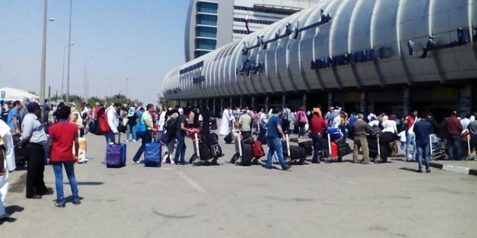 12 فوجا سياحيا يصل مطار القاهرة لزيارة المعالم الأثرية