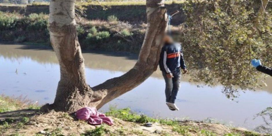يعاني من مرض نفسي.. بائع شاي ينتحر في نهر النيل بالوراق