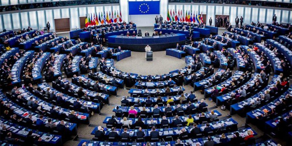 اليمين المتطرف يشعل معركة «البرلمان الإوروبي» متسلحا بغياب بريطانيا