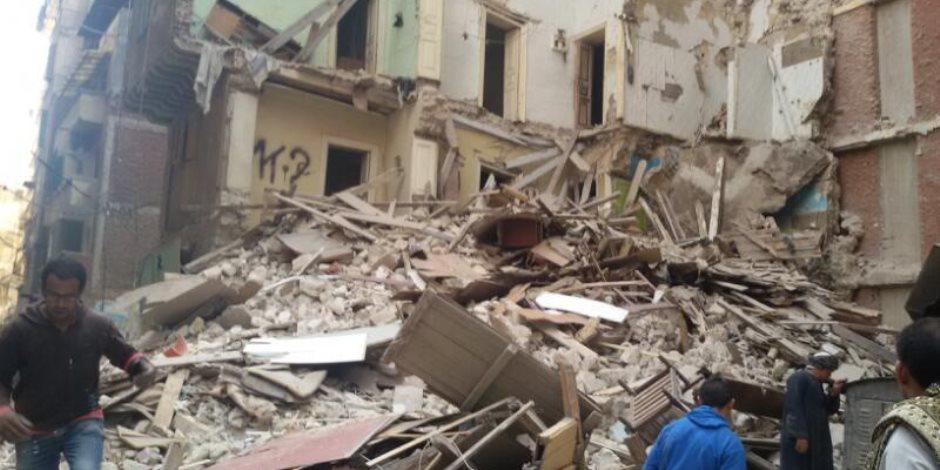 انهيار منزل مكون من طابقين وتهشم سيارة تاكسى بمنطقة العمرى سوهاج