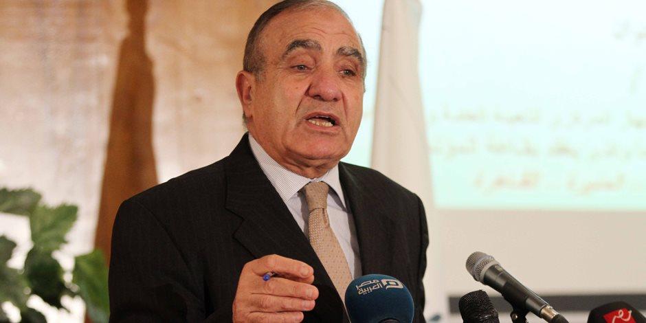معهد دراسات جامعة القاهرة يكرم وزير التنمية المحلية