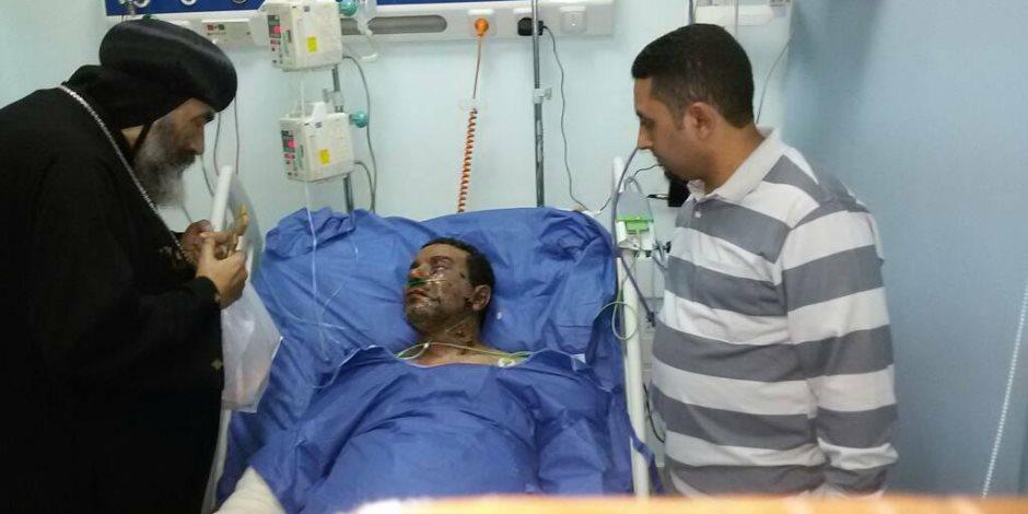 الأنبا تادرس يزور مصابي التفجيرات الإرهابية في مستشفى الجلاء (صور)