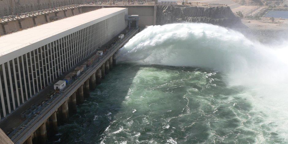 وفد البرلمان يزور السد العالي ومحطة توليد الكهرباء بحضور محافظ أسوان