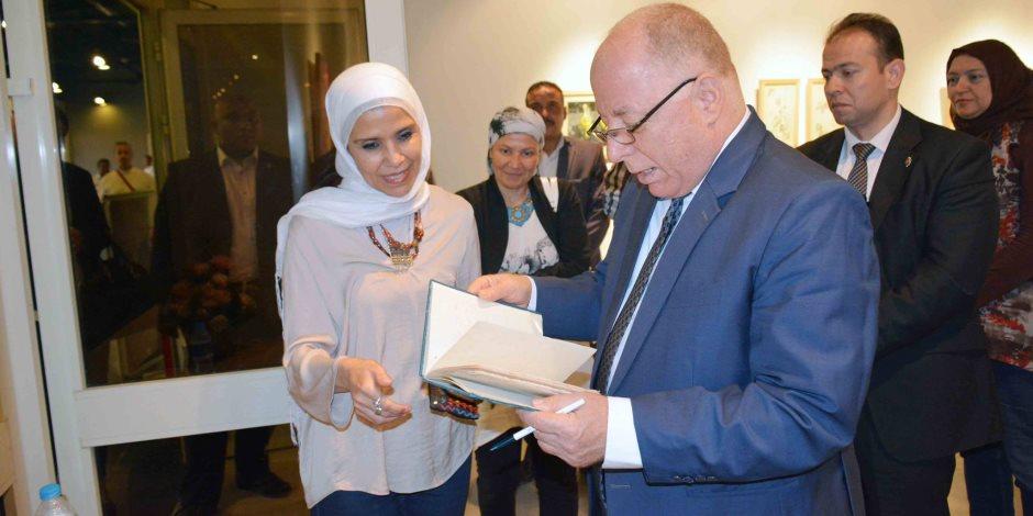 وزير الثقافة يزور معرض نجاة فاروق في الهناجر (صور)