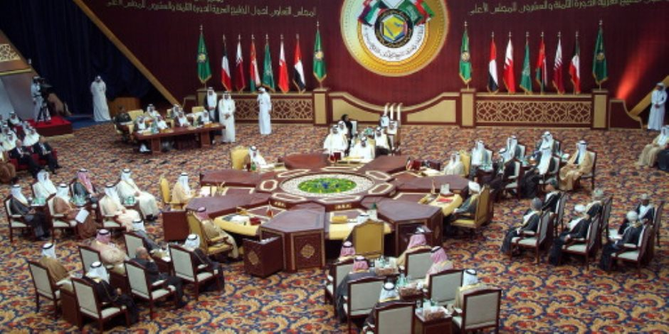 «عيال موزة» تشعل «خناقة» بين وفدي قطر والسعودية في مؤتمر بالكويت (فيديو)