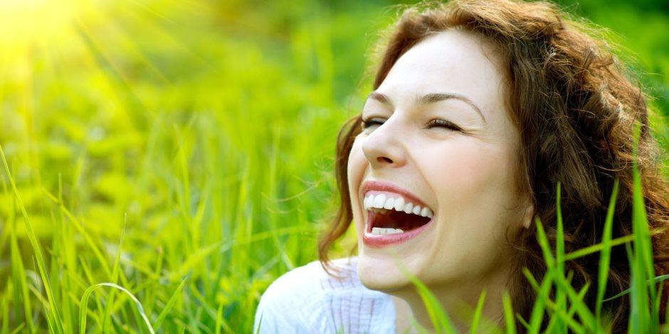 الابتسامة صدقة  .. تقلل من التوتر وتقوي المناعة وتزيد من هرمون السعادة