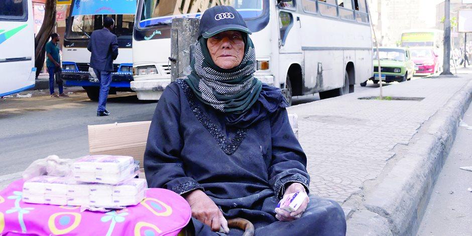 «سيدات الشوارع» حياة في حضن الألم.. «أم كريم»: اللي يحبني يتمنالي الموت (فيديو)