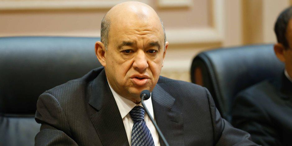 وزير السياحة يغادر القاهرة متجها للغردقة